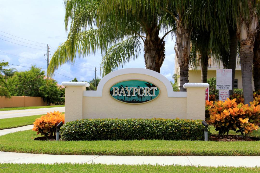 Bayport Condominiums Entrance